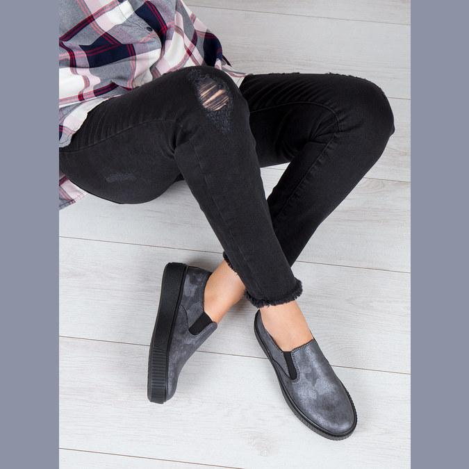 Dámske Slip-on na čiernej flatforme bata, šedá, 516-1613 - 18