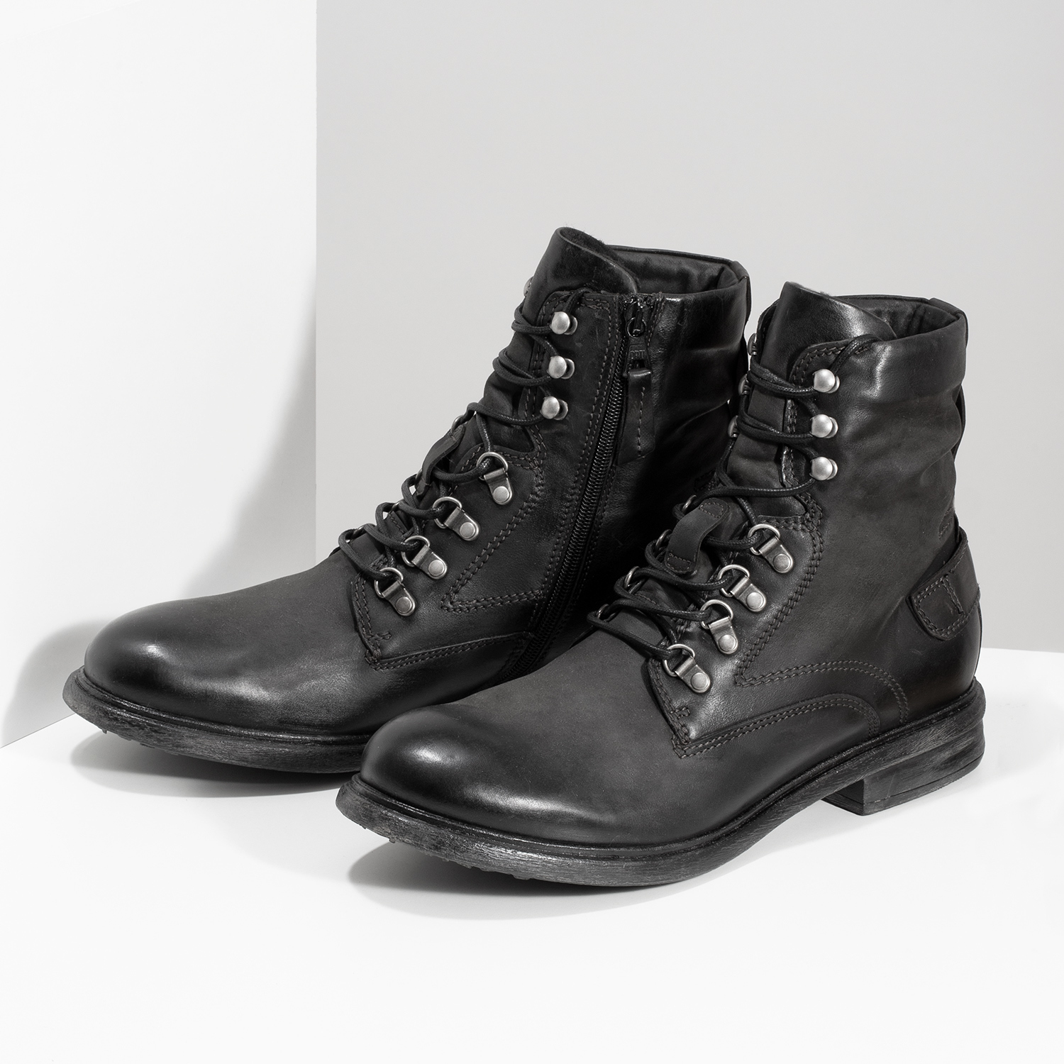 21fbd4aa42 Bata Čierna pánska kožená členková obuv - Urban Soldier